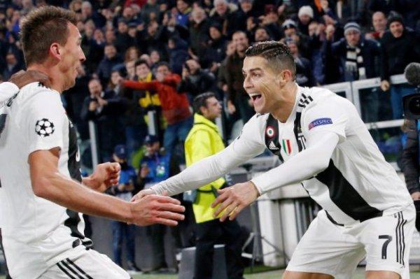 Роналду в рекордный раз получил престижную премию как футболист года