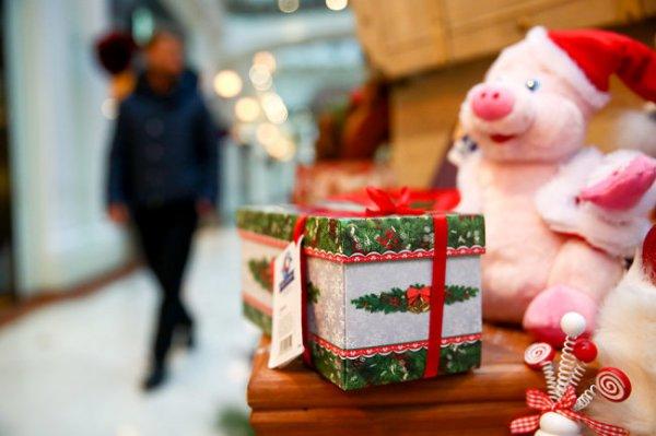 Участники Рождественского турнира вручили подарки ребятам из детдома