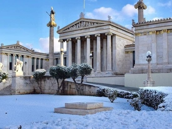 В Афинах впервые за несколько лет выпал снег