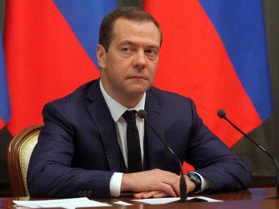 """""""Хватит болтать"""": Медведев призвал """"Роскосмос"""" заканчивать с прожектерством"""