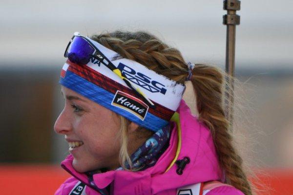 Чешка Давидова выиграла спринт на этапе КМ по биатлону
