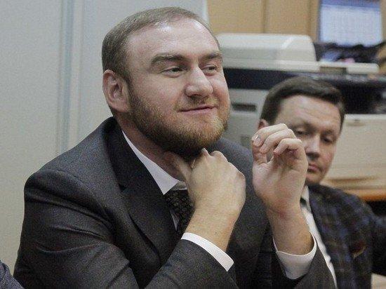 В СИЗО - с улыбкой: сенатора Рауфа Арашукова арестовали на два месяца