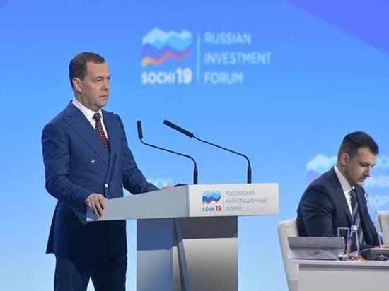Фантастика: Медведев рассказал о матрице, которая спасет Россию