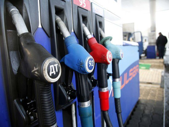 Кабмин решил заморозить цены на бензин ещё на три месяца