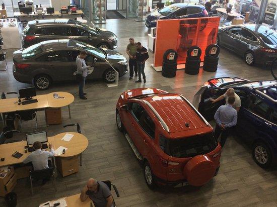 Россияне в преддверии подорожания активно скупают машины в кредит