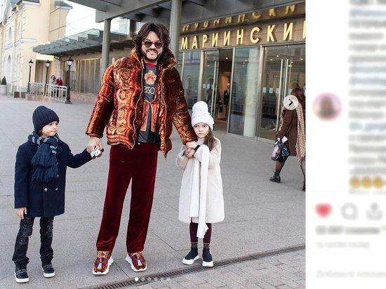 """""""Папа звезда"""": Киркоров сводил детей в театр"""