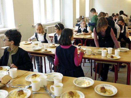 Мэр Казани потребовал от чиновников обедать в школах на 69 рублей