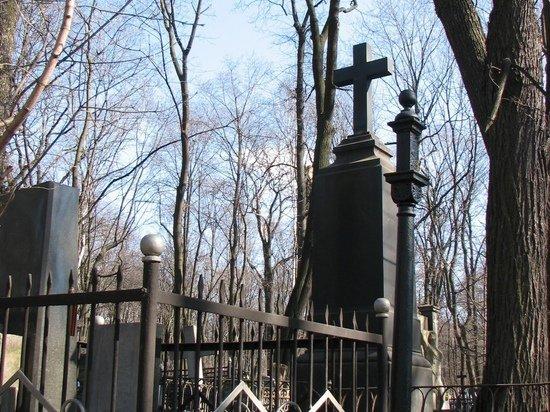 Злостный российский алиментщик спрятался от приставов в могиле