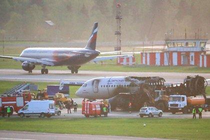 Пилот SSJ-100 вернулся в горящий самолет за напарником