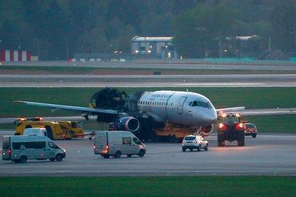 Ошибкам пилотов сгоревшего в Шереметьево самолета нашли объяснение