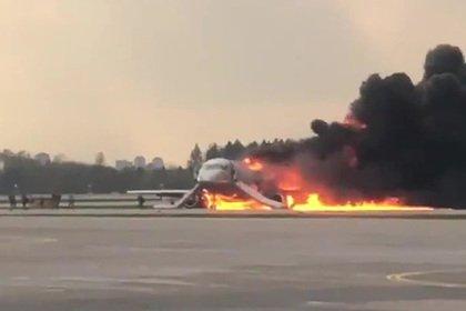 Пассажир SSJ-100 раскрыл новые подробности спасения из горящего самолета