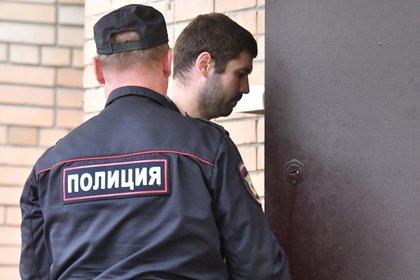 Россиянка побила и покусала полицейских
