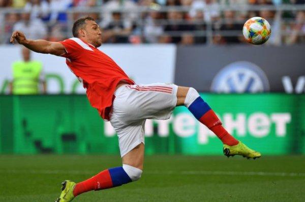 Дзюба вышел на четвертое место в списке бомбардиров сборной России