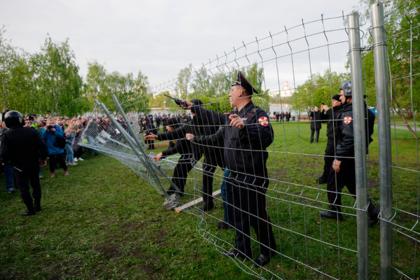 Участника акции против храма в Екатеринбурге засудят за оскорбление полицейского