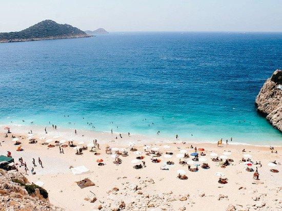 Власти Антальи предложили обложить взрослых туристов налогом