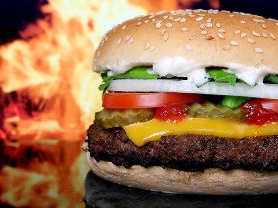 Индекс Биг-Мака: бургер показал слабость рубля