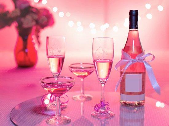 Специалисты предупредили о вреде модного шампанского