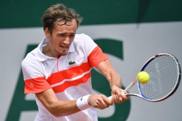 Даниил Медведев в финале турнира ATP-500 уступил австралийцу Кирьосу