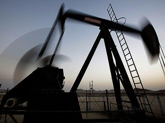 Потери российской экономики от подешевевшей нефти превысили санкционный эффект