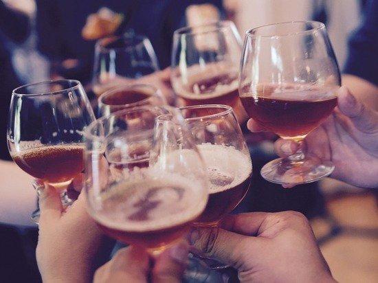 Трезвые корпоративы: Минздрав решил бороться с пьянством через работодателей