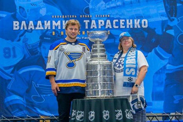 Владимир Тарасенко привез в Новосибирск Кубок Стэнли