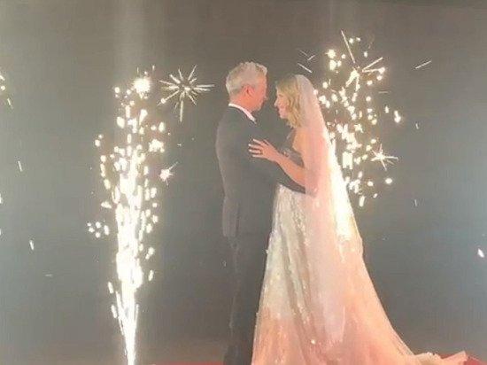 Видео страстного поцелуя Собчак и Бомолова на свадьбе опубликовала Рудковская