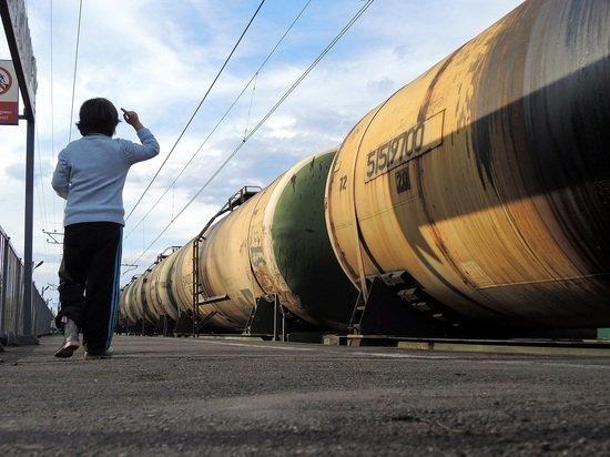 Премьер Украины сообщил об уничтожении железной дороги в стране