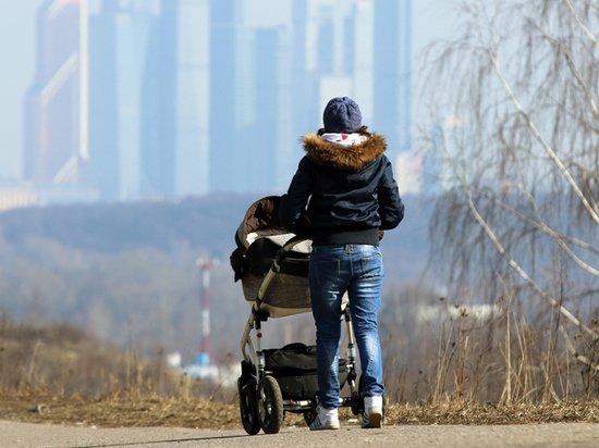 Эксперты назвали рождение детей угрозой российскому среднему классу