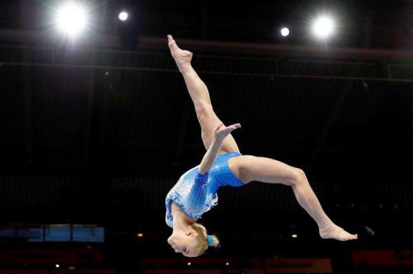 На ЧМ по спортивной гимнастике разыграли первые медали в женском командном турнире