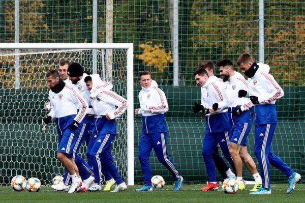 Команда Черчесова начала подготовку к матчам против Шотландии и Кипра
