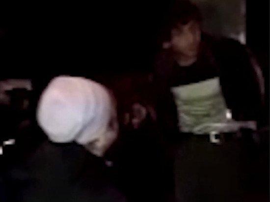 Жители Архангельска привязали «извращенца» к «позорному столбу» и начали расправу