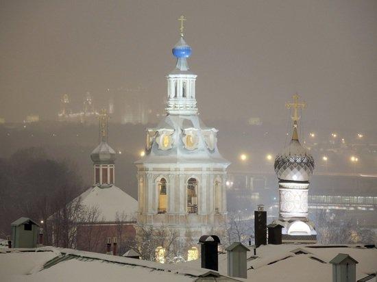 Ждущие храм жители Вологды устроили теплицу для молитв