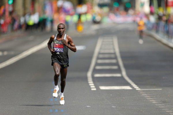 Элиуд Кипчоге доказал, что марафон можно пробежать быстрее двух часов
