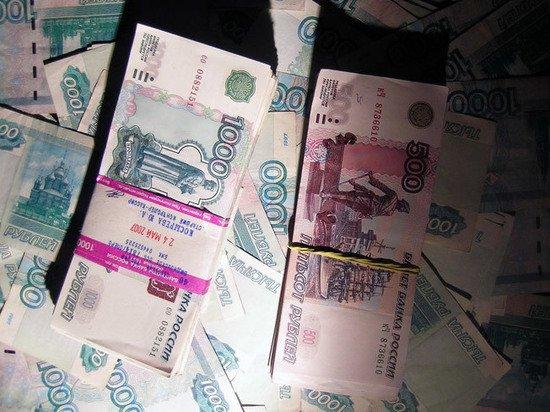 Клиент банка отсудил 5000 рублей за отсутствие в кассе наличных