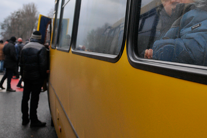 Трехлетний ребенок два часа катался один на автобусе в российском городе