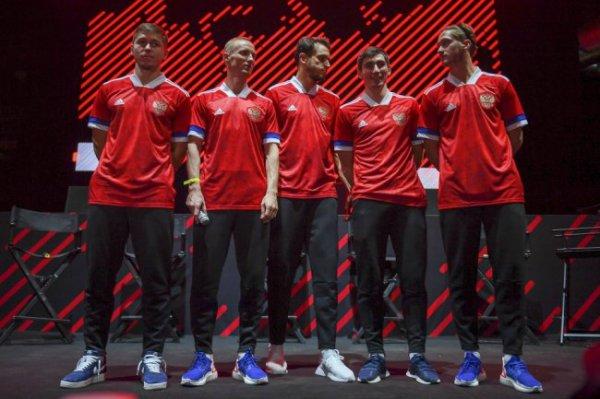 Черчесов рассказал, как выбирали форму для сборной России