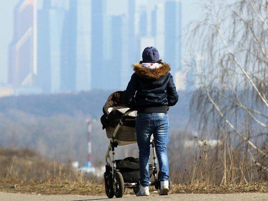 Экономист об отмене детских выплат: власти матерей не поддерживают