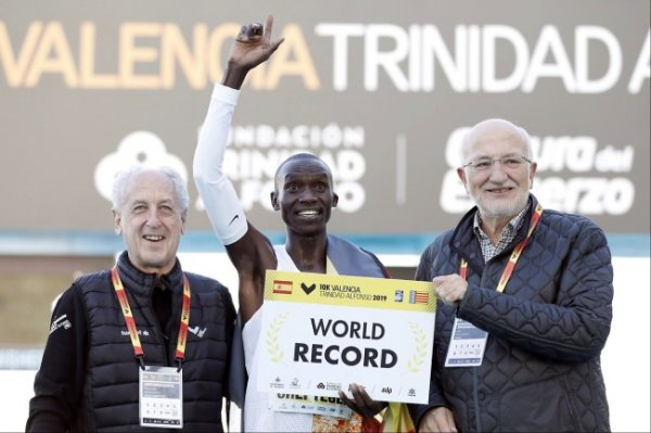 Угандиец установил мировой рекорд в шоссейном беге на 10 км