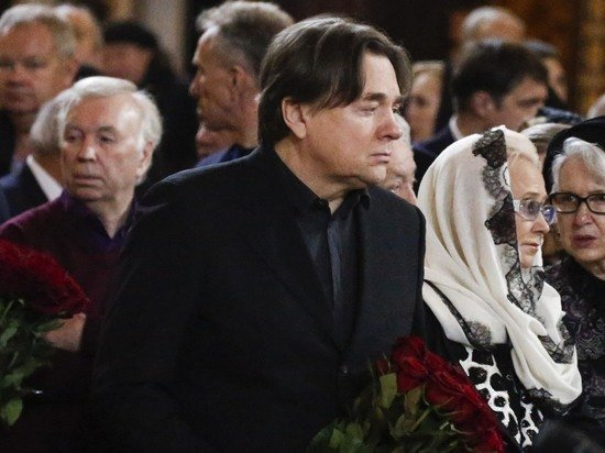 Прощание с Юрием Лужковым выглядело странно