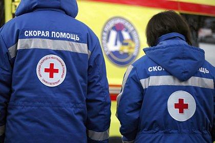 Упавшая на капот автомобиля с 14-го этажа голая российская девочка выжила
