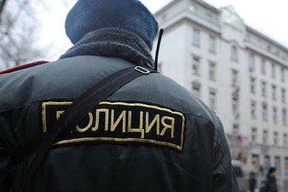 Российские школьники взломали монитор в ТЦ и запустили жесткое порно