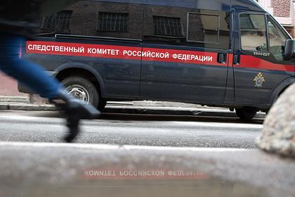 В России младенец больше суток провел взаперти с мертвыми родителями