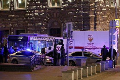 Двух сотрудников ФСБ ранили в перестрелке на Лубянке