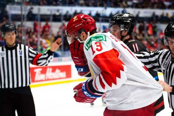 Брагин уверен, что канадского хоккеиста должны были удалить за выброс шайбы