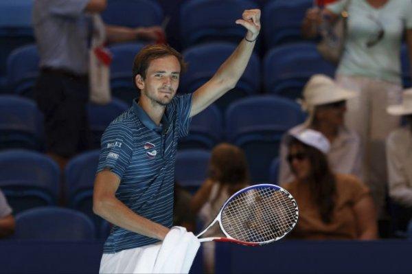 Российские теннисисты вышли в плей-офф ATP Cup с первого места в группе