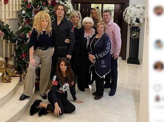 Рождественская фотография изменившейся Пугачевой поразила россиян: