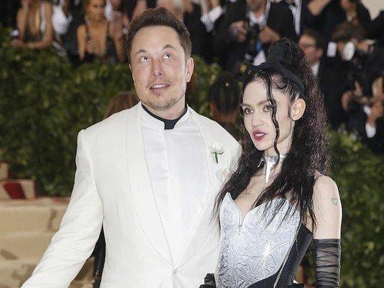 Обнаженное фото возлюбленной Илона Маска сочли доказательством ее беременности