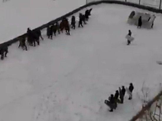 """Власти Перми нашли нарушения в уроках кадетов по """"разгону толпы"""""""