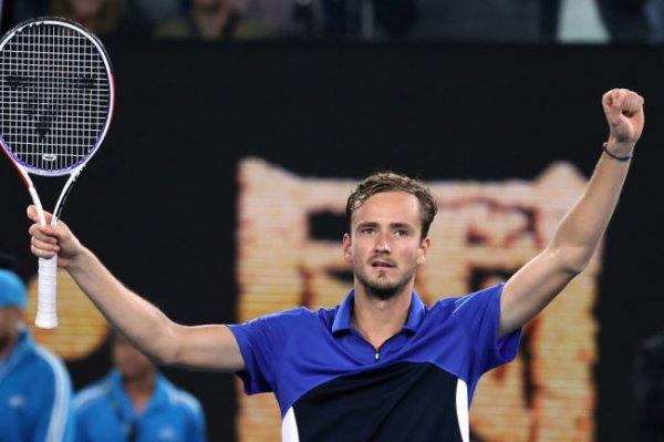 Даниил Медведев стартовал с победы на Australian Open