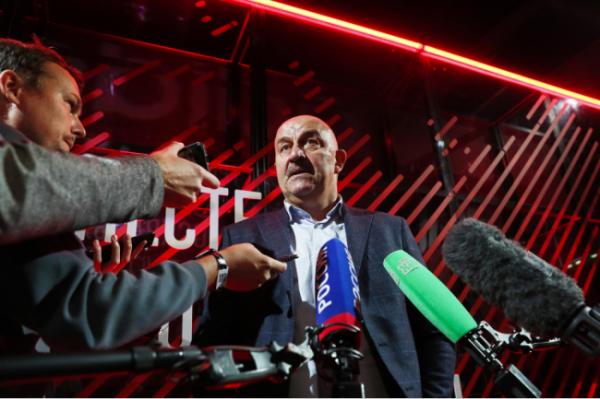 Черчесов: Смолов, Соболев, Комличенко не советовались перед сменой клубов